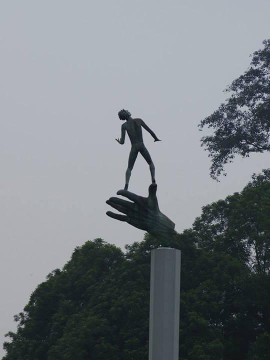 Monumento fuera del palacio